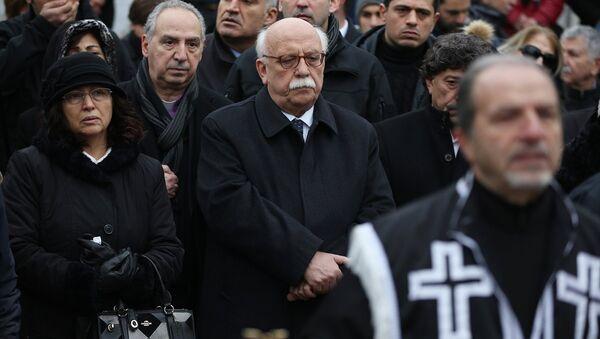Kültür Bakanı Nabi Avcı Hrant Dink'in mezarı başındaki anmada - Sputnik Türkiye