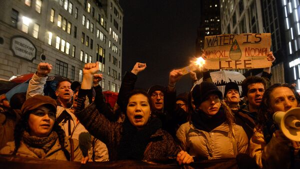 Trump'ın Kuzey Dakota ve Keystone XL boru hatlarının yapımını onaylaması New York'ta protesto edildi - Sputnik Türkiye