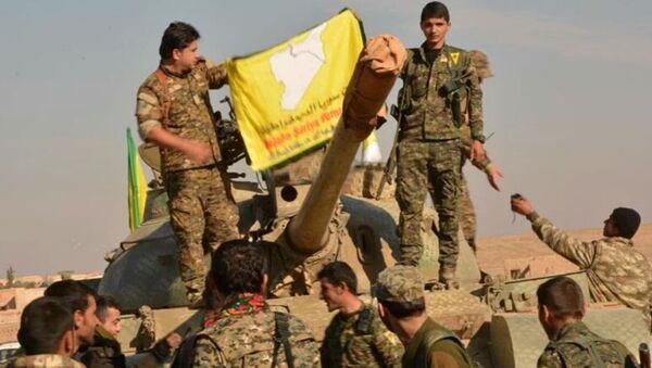 Demokratik Suriye Güçleri savaşçıları, Suriye, Menbiç - Sputnik Türkiye