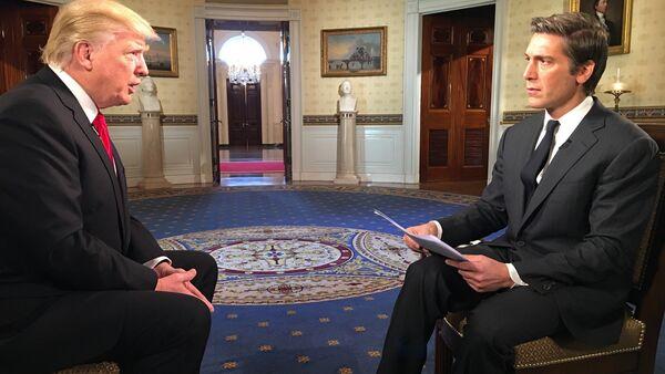 Trump başkan olduktan sonra ilk özel röportajını ABC'den David Muir'e verdi - Sputnik Türkiye