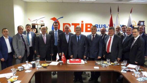 Türkiye'nin Moskova Büyükelçisi Diriöz, Türk işadamları ile görüştü - Sputnik Türkiye