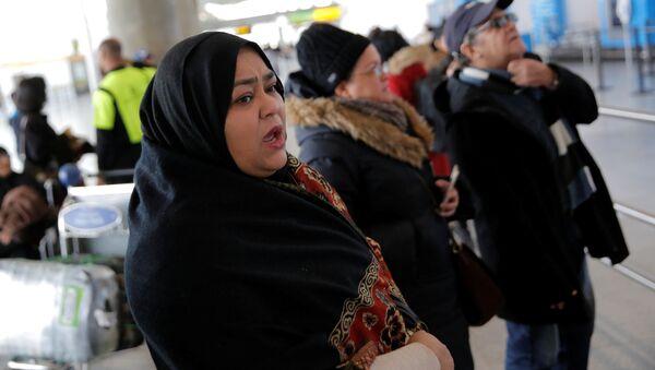 Mülteci aileleri yakınlarının gelişini bekliyor - Sputnik Türkiye