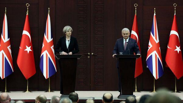 Başbakan Binali Yıldırım, İngiliz mevkidaşı Theresa May ile - Sputnik Türkiye