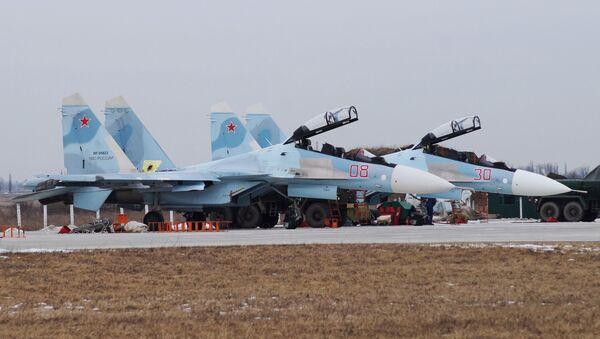 Su-30SM avcı uçakları antrenmana hazırlanıyor. - Sputnik Türkiye