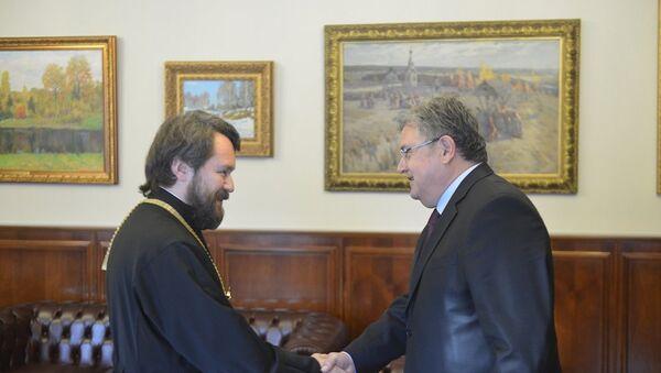 Türkiye'nin Moskova Büyükelçisi Hüseyin Diriöz ve Rusya Ortodoks Kilisesi Dış Kiliseler ile İlişkiler Masası Başkanı İlarion Volokolamski - Sputnik Türkiye