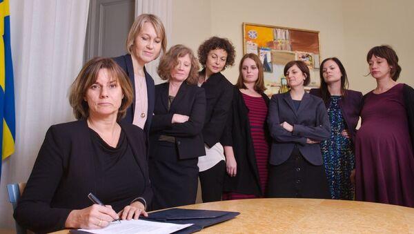 İsveç Başbakan Yardımcısı ve İklim Bakanı Isabella Lovin ve İsveçli kadın bakanlar - Sputnik Türkiye