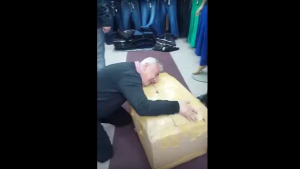 Laleli'de koli yapan esnafın sevinci - Sputnik Türkiye