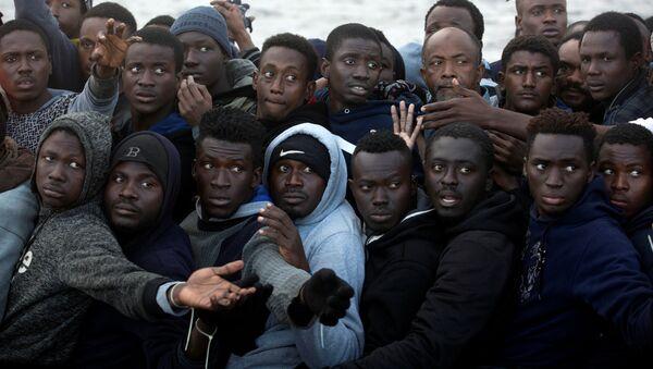 Libya üzerinden İtalya'ya gitmek isteyen Sahra Altı Afrikalı göçmenler - Sputnik Türkiye