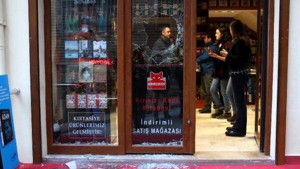 Kırmızı Kedi Yayınevi'ne saldırı - Sputnik Türkiye