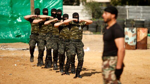 Gazze'de Hamas'a bağlı Filistin Ulusal Güvenlik Güçleri üyeleri askeri mezuniyet töreninde yeteneklerini sergiliyor - Sputnik Türkiye