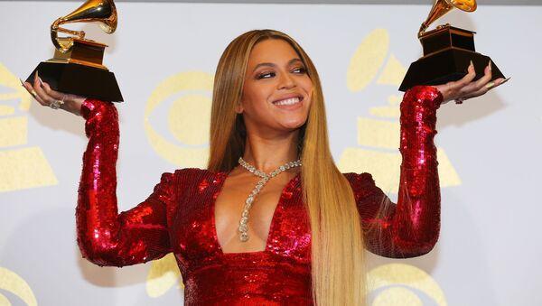 Grammy Ödülü Töreninde ödül alan ünlü şarkıcı Beyonce. - Sputnik Türkiye