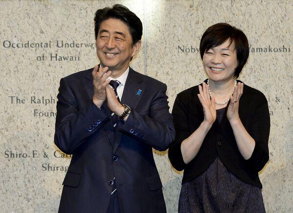 Japonya Başbakanı Şinzo Abe ve Akie Abe - Sputnik Türkiye