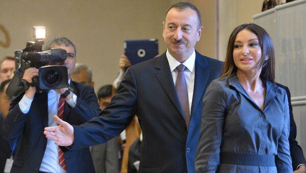 Azerbaycan Devlet Başkanı İlham Aliyev ve eşi Mehriban Aliyeva - Sputnik Türkiye