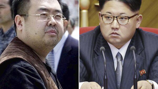 Kim Jong-nam (solda) ve Kuzey Kore lideri Kim Jong-un - Sputnik Türkiye