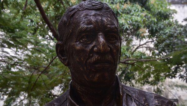 Küba'nın başkenti Havana'da Kolombiyalı yazar ve gazeteci Gabirel Garcia Marquez'in heykeli dikildi. - Sputnik Türkiye