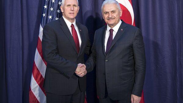 ABD Başkan Yardımcısı Mike Pence ve Başbakan Binali Yıldırım - Sputnik Türkiye