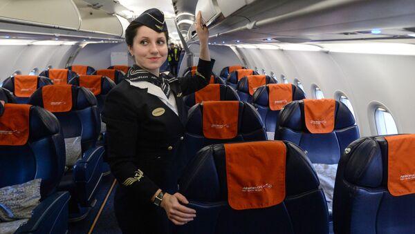 Aeroflot A-321 uçağı, Novosibirks'teki Tolmaçevo Havalimanı'nda. - Sputnik Türkiye