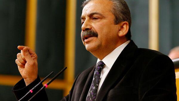 Sırrı Süreyya Önder HDP'nin grup toplantısında konuştu - Sputnik Türkiye