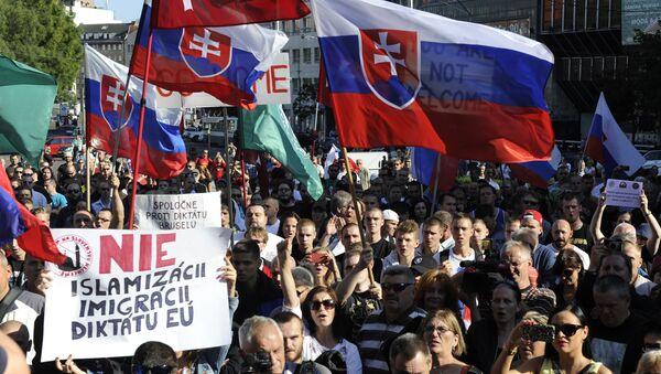 Slovakya'da aşırı sağın göçmen karşıtı protestoları - Sputnik Türkiye
