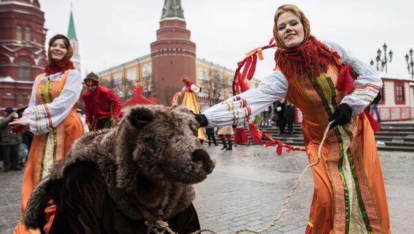 Maslenitsa, ilkbaharın başladığı zaman kutlanan eski bir pagan bayramı. Bu yıl bayram, 20-26 Şubat tarihlerinde kutlanıyor. - Sputnik Türkiye