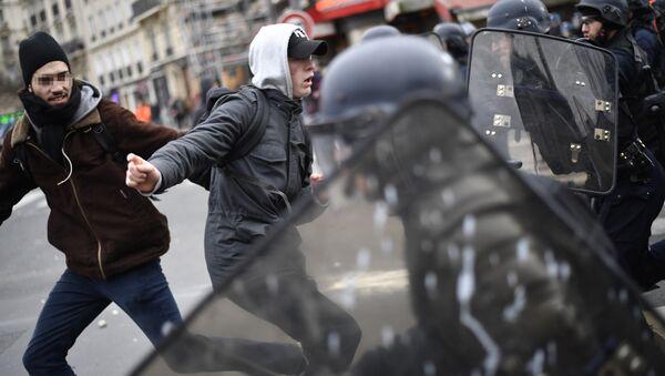 Paris'te polis şiddetine karşı protesto - Sputnik Türkiye