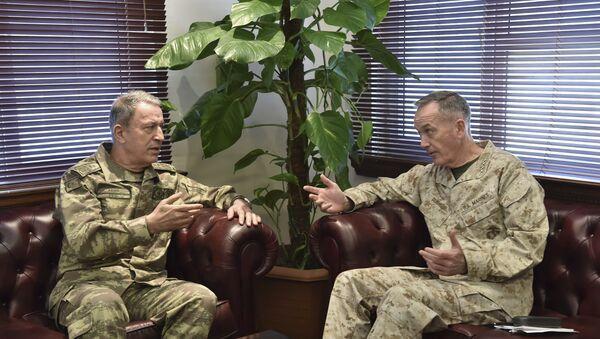 ABD Genelkurmay Başkanı Dunford ve Türk mevkidaşı Akar - Sputnik Türkiye