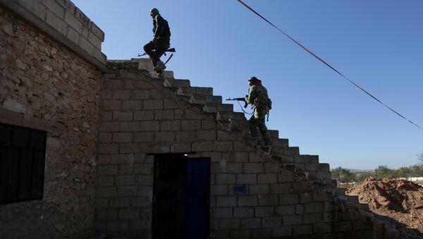 El Bab kasabası yakınlarındaki Suriyeli militanlar - Sputnik Türkiye