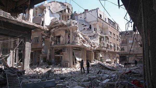 Kabun mahallesinde bombardıman sonucu yıkılan bir bina - Sputnik Türkiye