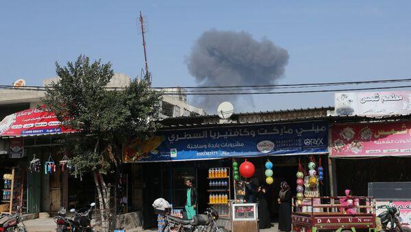 Gazze'de İsrail hava saldırısının ardından yükselen dumanlar - Sputnik Türkiye