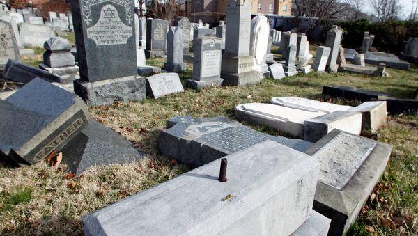 ABD'nin Philadelphia şehrinde saldırıya uğrayan Yahudi mezarlığı - Sputnik Türkiye