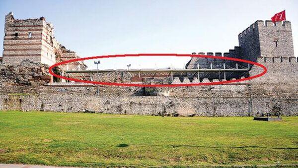 Fatih Belediyesi'nin tarihi surlara yaptığı açılıp kapanabilen çatı - Sputnik Türkiye