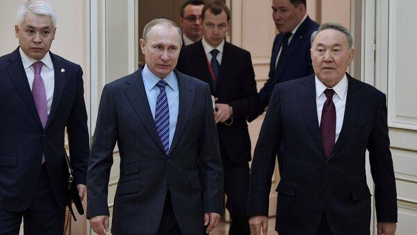 Rusya Devlet Başkanı Vladimir Putin ve Kazak mevkidaşı Nursultan Nazarbayev - Sputnik Türkiye