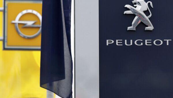 Peugeot ve Opel amblemleri - Sputnik Türkiye