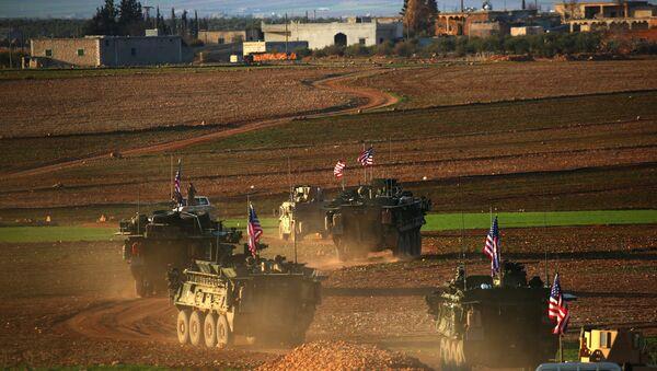Menbiç'te konuşlanan ABD birlikleri - Sputnik Türkiye