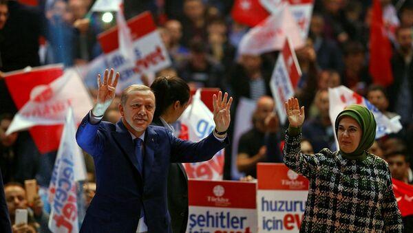 Cumhurbaşkanı Recep Tayyip Erdoğan ve eşi Emine Erdoğan - Sputnik Türkiye
