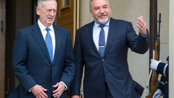 İsrail Savunma Bakanı Avigdor Lieberman ve ABD Savunma Bakanı Jim Mattis - Sputnik Türkiye