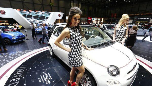 İtalyan markası Fiat, Nuova 500 modelinin 60. yıldönümü nedeniyle geliştirilen Fiat 500 modelinin modifikasyonunu sundu. Yeni modifikasyon 560 adet üretilecek. - Sputnik Türkiye