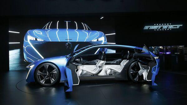 Gelecekte otonom sürüş fikrini teşvik eden Fransa merkezli otomotiv şirketi Peugeot, Cenevre'de Instinct Concept modelini tanıttı.  - Sputnik Türkiye