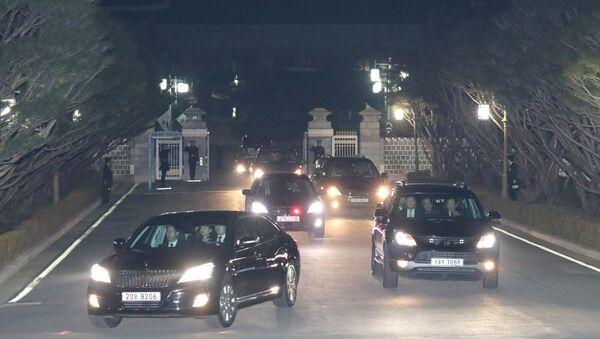 Güney Kore'de Devlet Başkanlığından azledilen Park, Mavi Saray'dan ayrıldı - Sputnik Türkiye