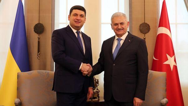 Ukrayna Başbakanı Vladimir Groysman ile Başbakan Binali Yıldırım - Sputnik Türkiye