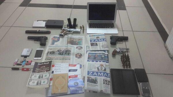 Fatma Saadet Yılmazer'ın ev aramasında ele geçirilenler - Sputnik Türkiye