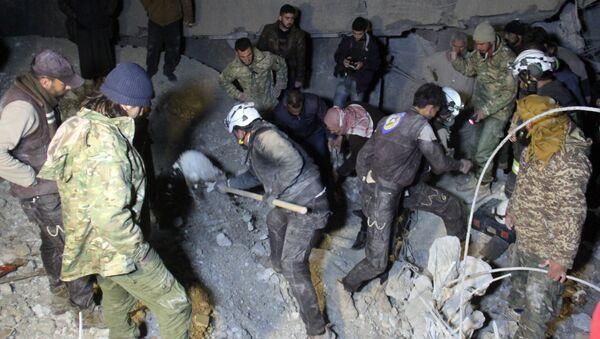 Suriye'nin El Cinah köyünde vurulan cami - Sputnik Türkiye