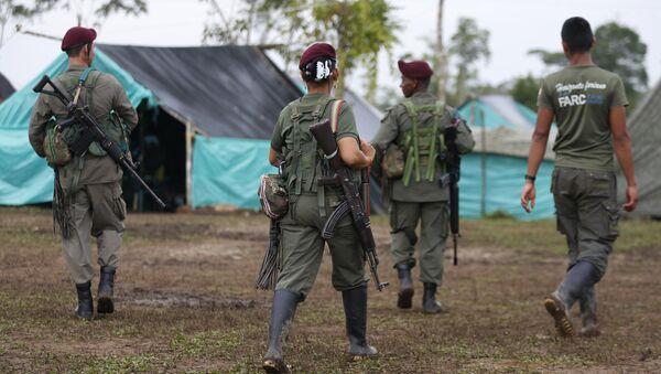 FARC silah bırakmaya başladı - Sputnik Türkiye