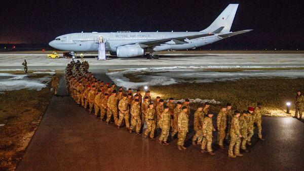 NATO'ya bağlı İngiliz askerlerin ilk bölümü Estonya'da - Sputnik Türkiye