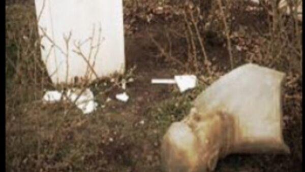 Ahmed Arif büstüne saldırı - Sputnik Türkiye