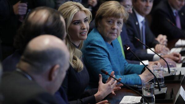 Ivanka Trump ve Angela Merkel - Sputnik Türkiye
