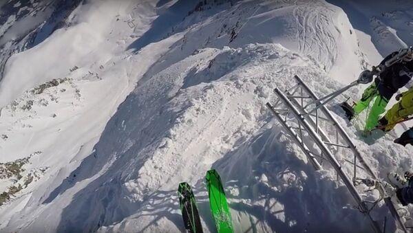 Rus kayakcının dağdan düşüş anı - Sputnik Türkiye