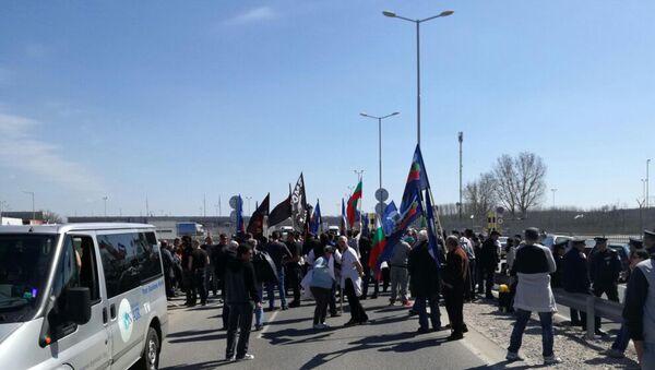 Bulgaristan'da bir grup, Malotırnovo Sınır Kapısı girişinde yol kesti - Sputnik Türkiye