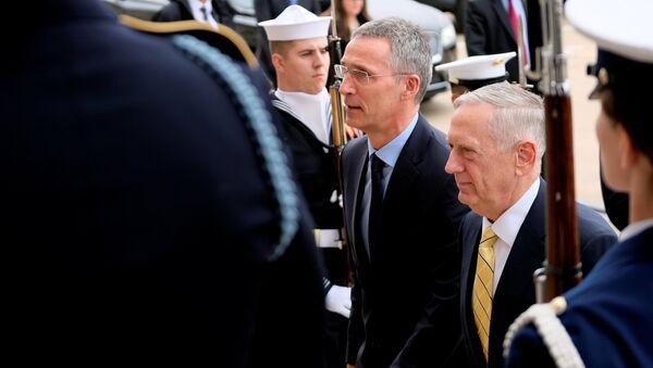 ABD Dışişleri Bakanı Mattis ve NATO Genel Sekreteri Stoltenberg - Sputnik Türkiye