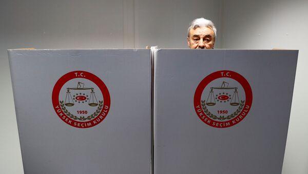 16 Nisan referandumu için Almanya'da oy verme işlemi başladı - Sputnik Türkiye